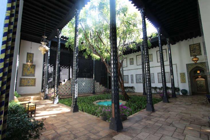 courtyard-doris-duke-shangri-la-honolulu-fountain-gardenista