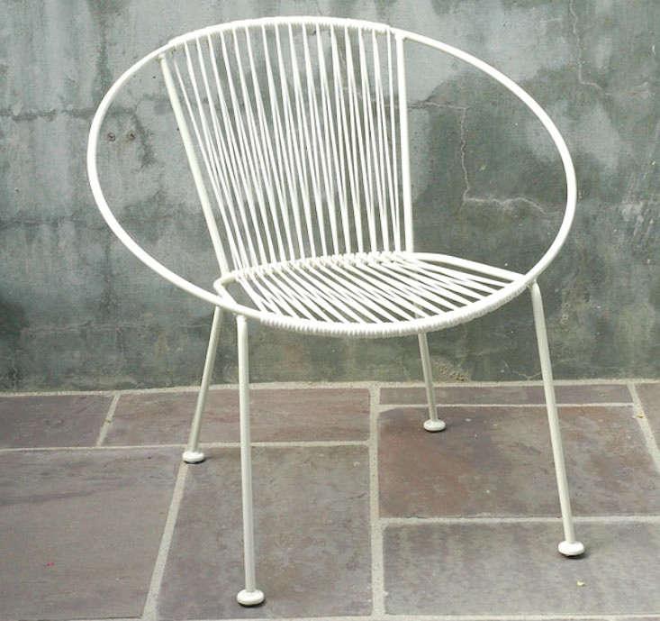 hoop-chair-plain-air-gardenista