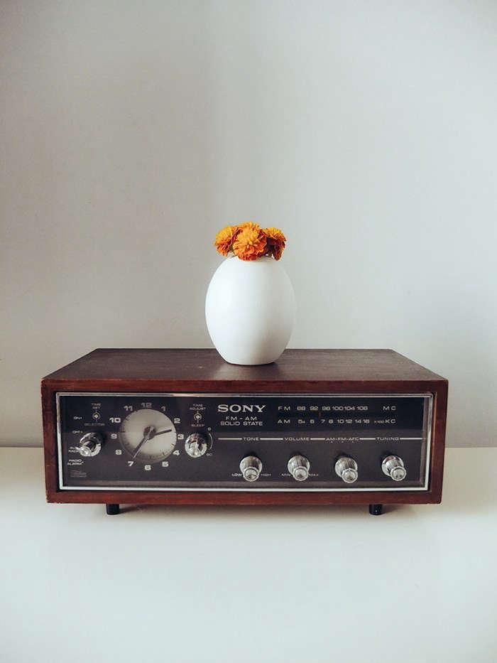 radio-vase-flowers-gardenista