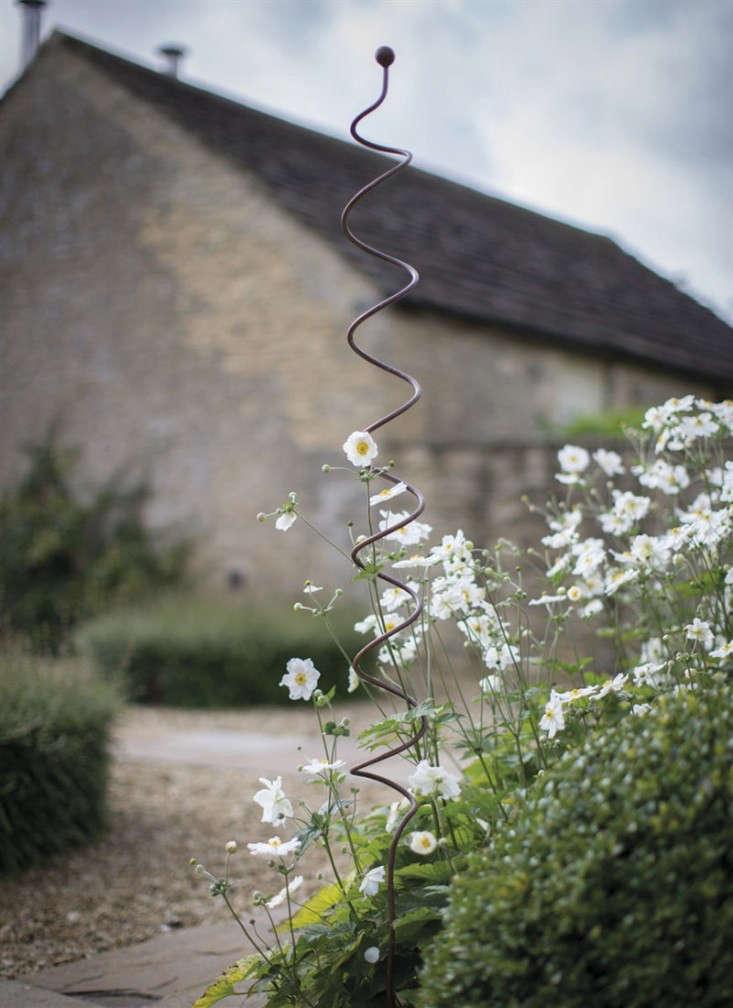 spiral-plant-support-gardenista