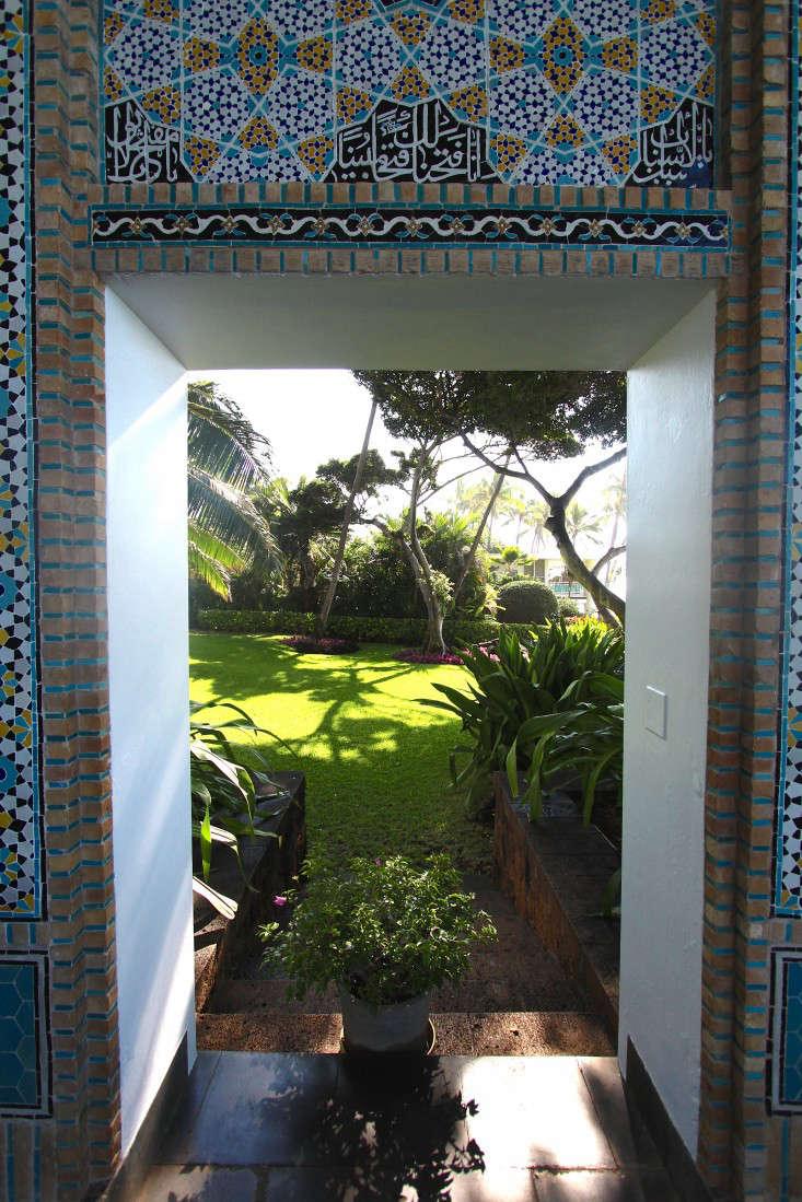 tile-garden-doorway-doris-duke-terrace-gardenista