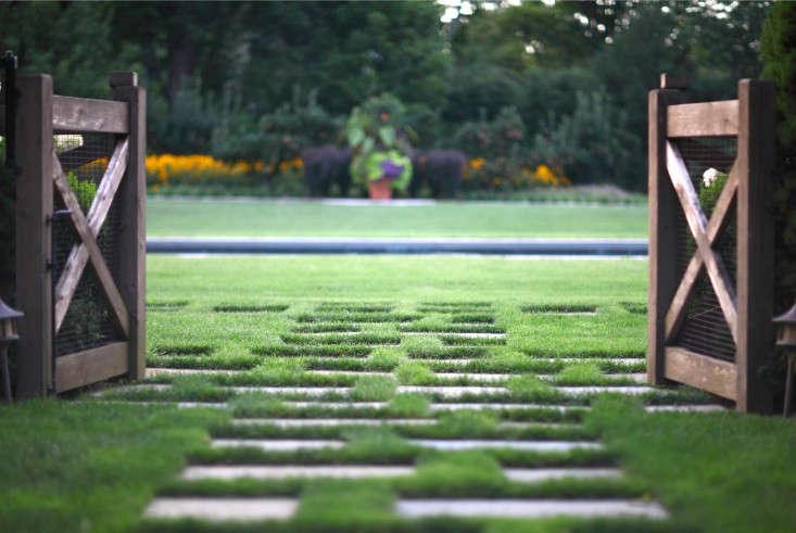 gate-bluestone-path-grass-lawn-janice-parker-gardenista
