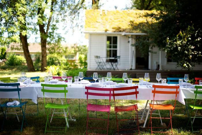 jessica-helgerson-colored-chairs-gardenista