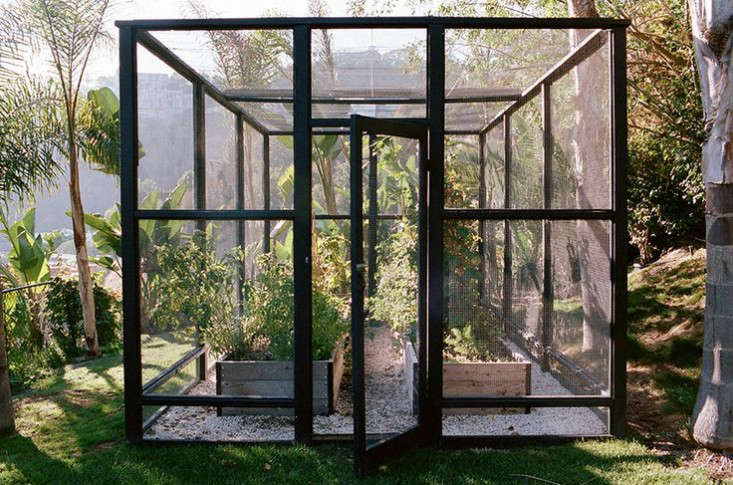 lauri-krantz-deer-proof-vegetable-garden-LA-Gardenista