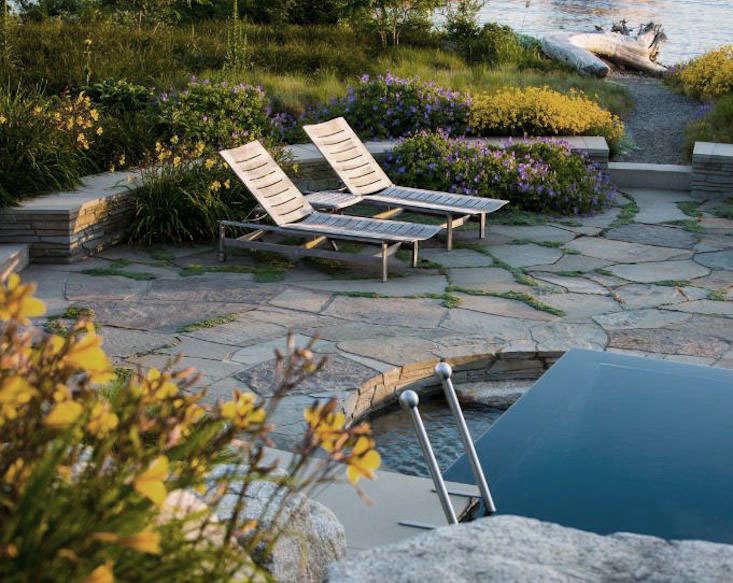 GardenDesign_perennials-garden-pool-loungers_ClaireTakacs_gardenista