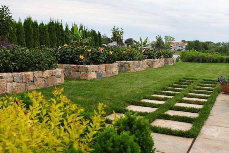 JPLA_Coastal_Cottage_Neil_Landino_(1)_Gardenista