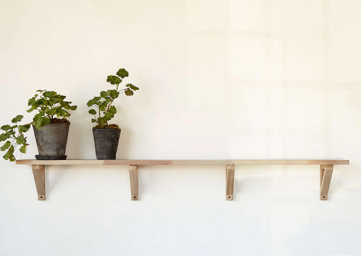 Teak-wall-shelf-terrain-gardenista