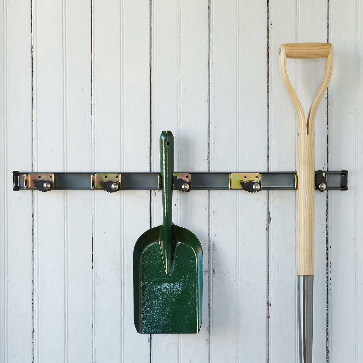 Tool-rack-terrain-gardenista