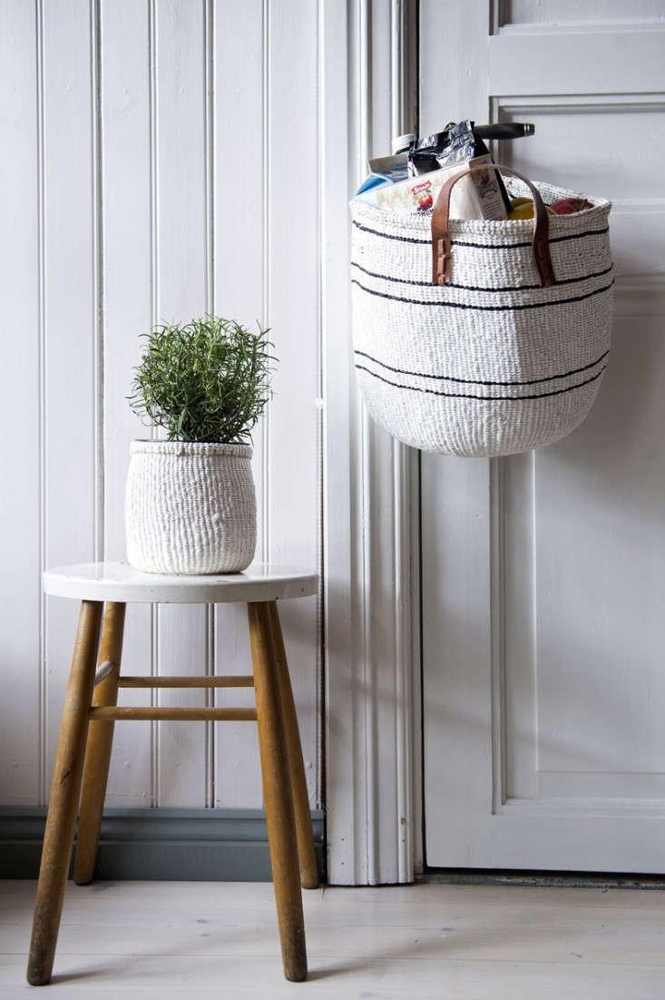 kiondo-basket-white-leather-straps-gardenista
