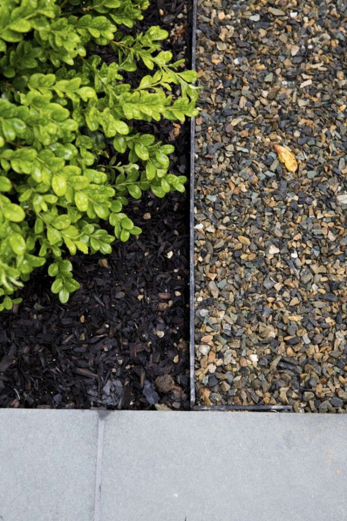 Pea gravel blends well with black bark mulch and bluestone pavers. Photograph by Matthew Williams.