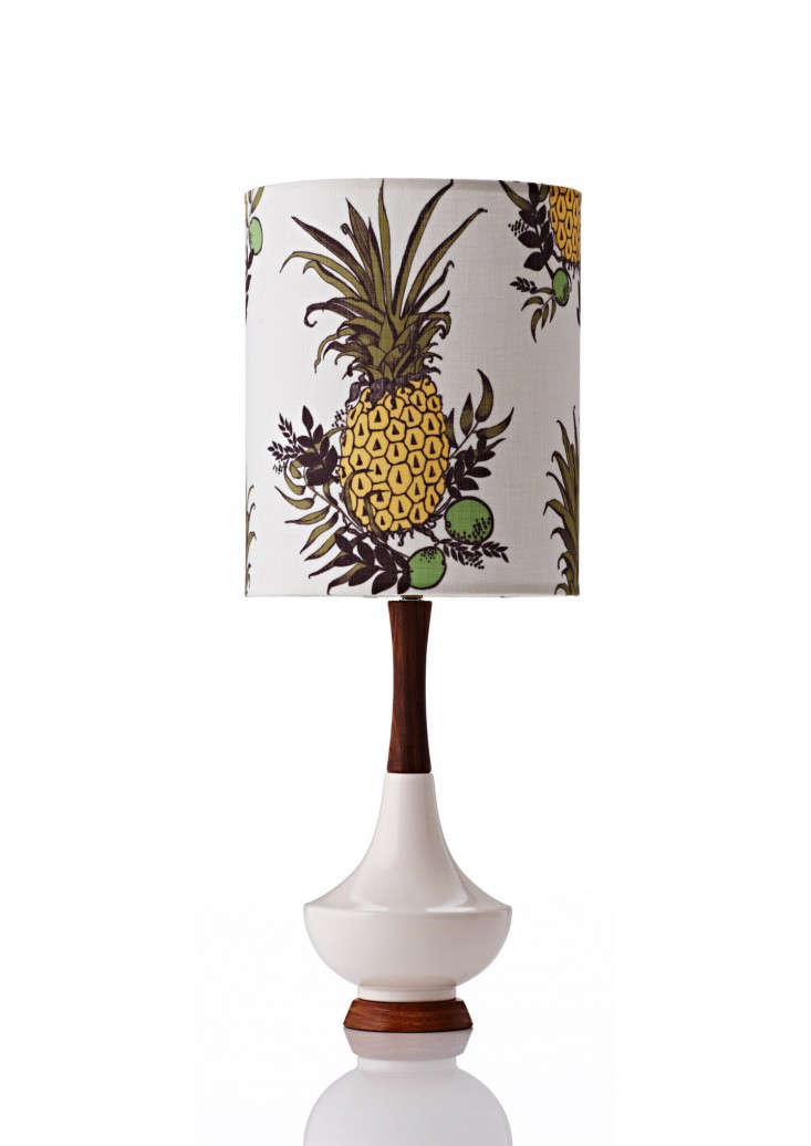pineapple-print-table-lamp-gardenista