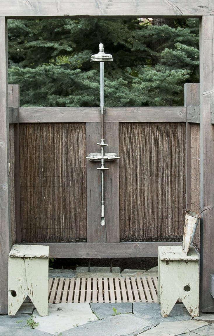 plumbing-details-outdoor-shower-idaho-ben-young-gardenista-1