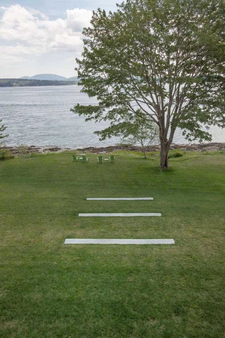 06-Matthew-Cunningham-Landscape-Design-Clamshell-Alleylawn-pavers-adirondack-chairs-granite-maine-gardenista