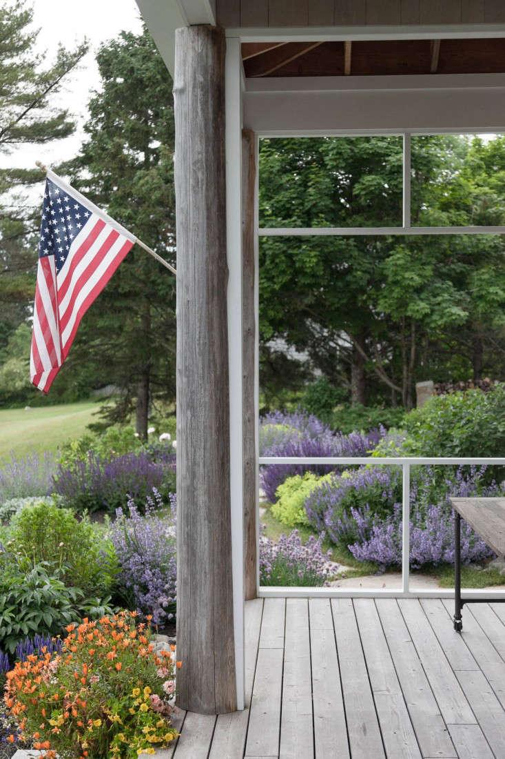 09-Matthew-Cunningham-Landscape-Design-Clamshell-Alley-flag-porch-gardenista