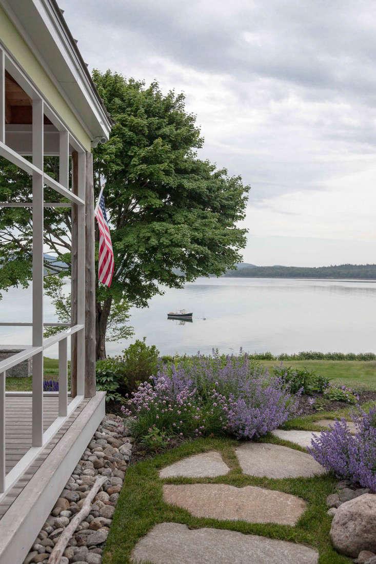 11-Matthew-Cunningham-Landscape-Design-Clamshell-Alley-drainage-porch-path-granite-gardenista
