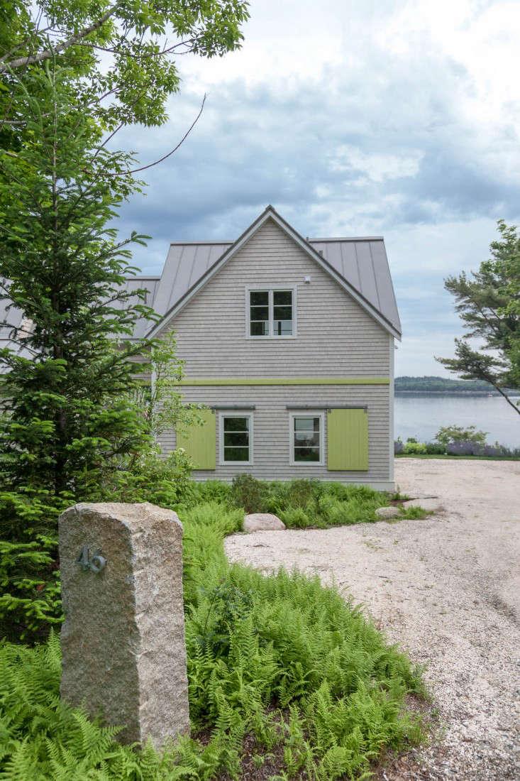 18-Matthew-Cunningham-Landscape-Design-Clamshell-Alley-shutters-garage-clamshell-driveway-gardenista