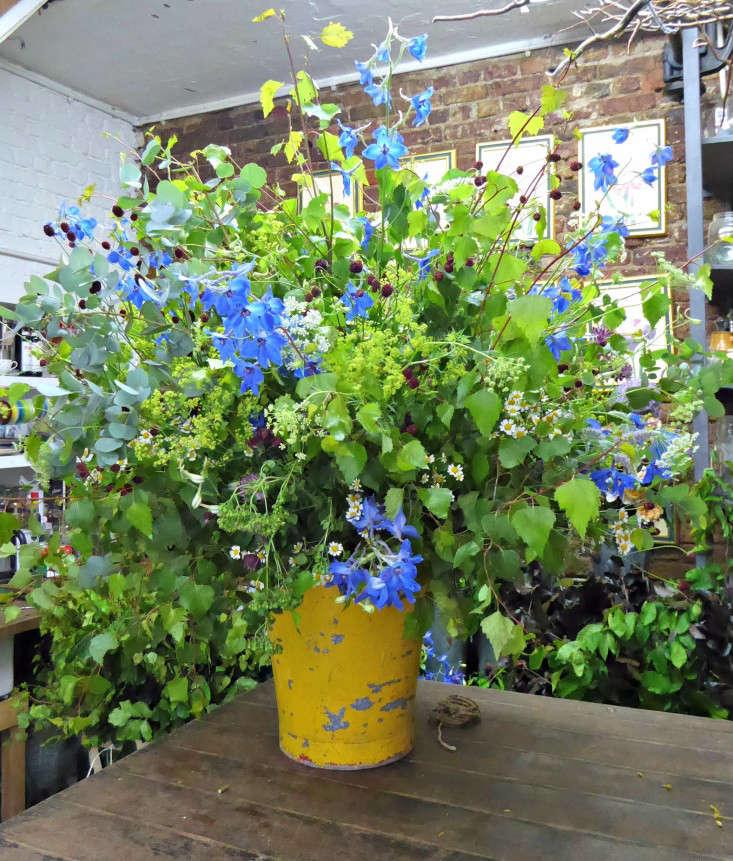 2 -typical-arrangement-summer-flowers-jamjar-gardenista
