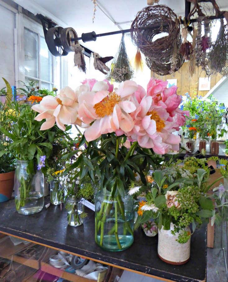 4-The-originial-Victorian-pulleys-suspended-ceiling-.flowers-jamjar-gardenista