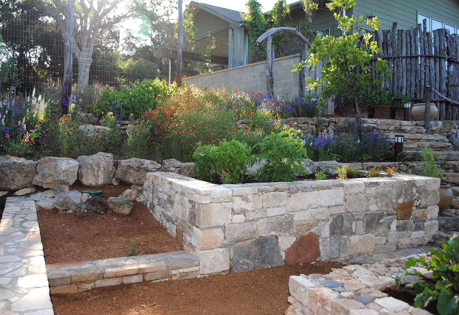 BEE-CAVE-retaining-walls-raised-beds-Gardenista-16