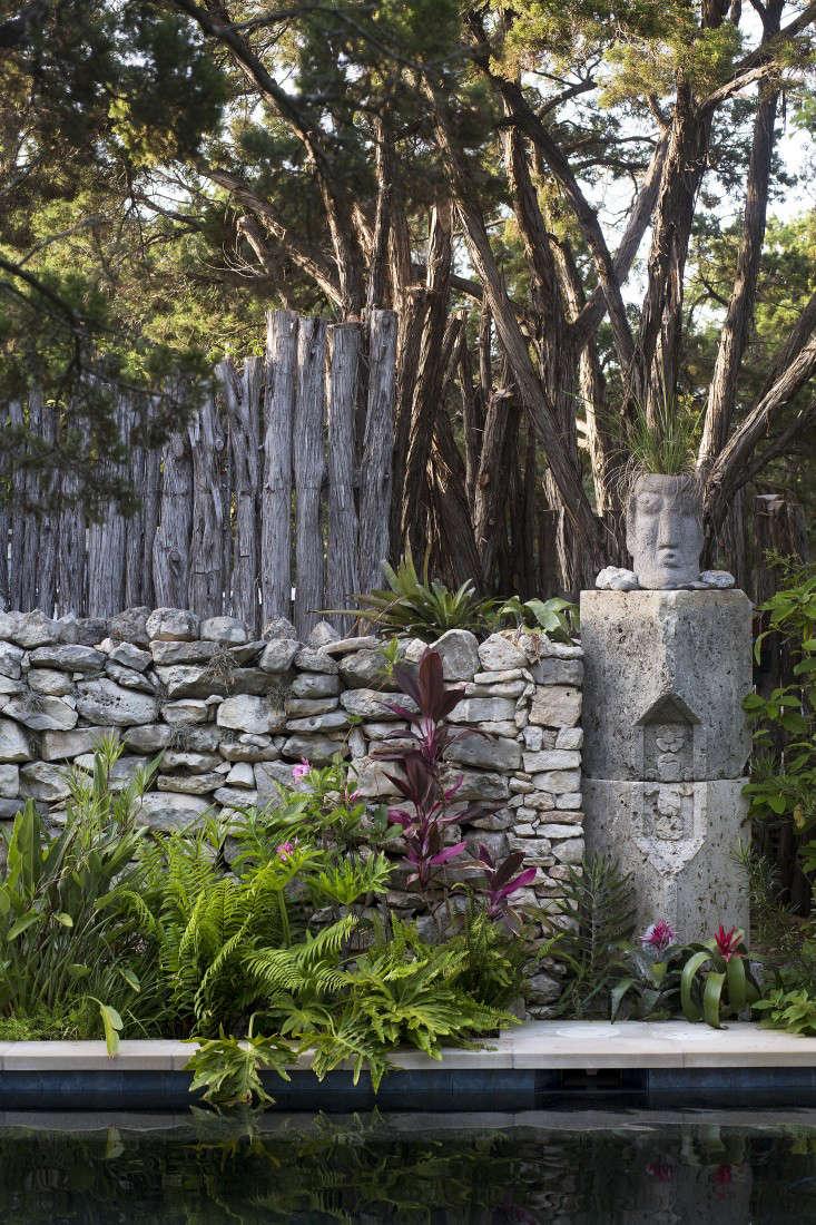 Bee-Cave-Tait-Moring-column-succulent-pool-Gardenista