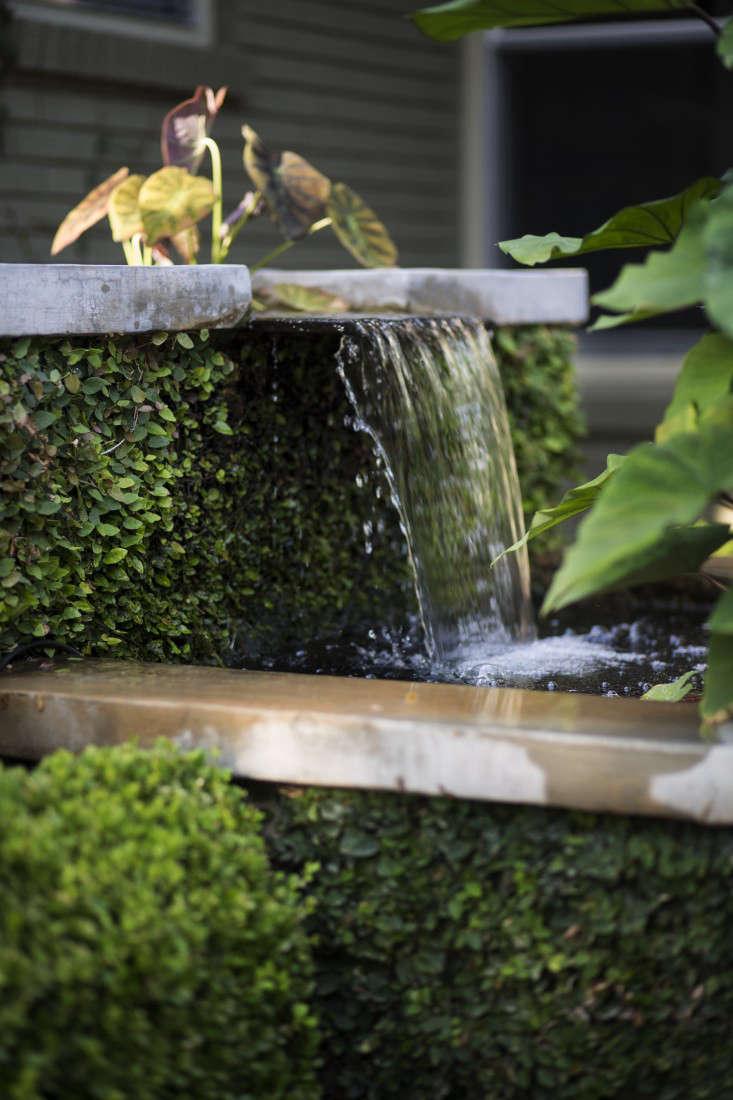 Bee-Cave-Tait-Moring-fountain-garden-DB-Gardenista