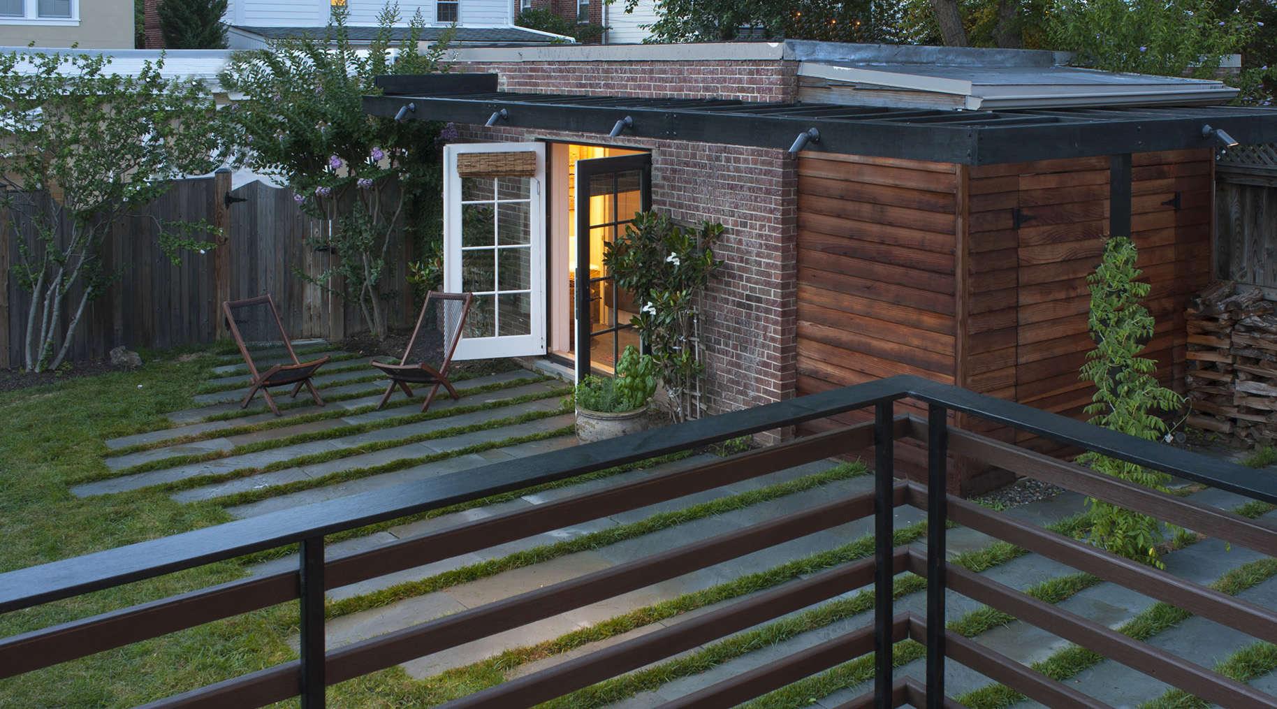 Guest Cabana by Fowlkes Studio | Gardenista