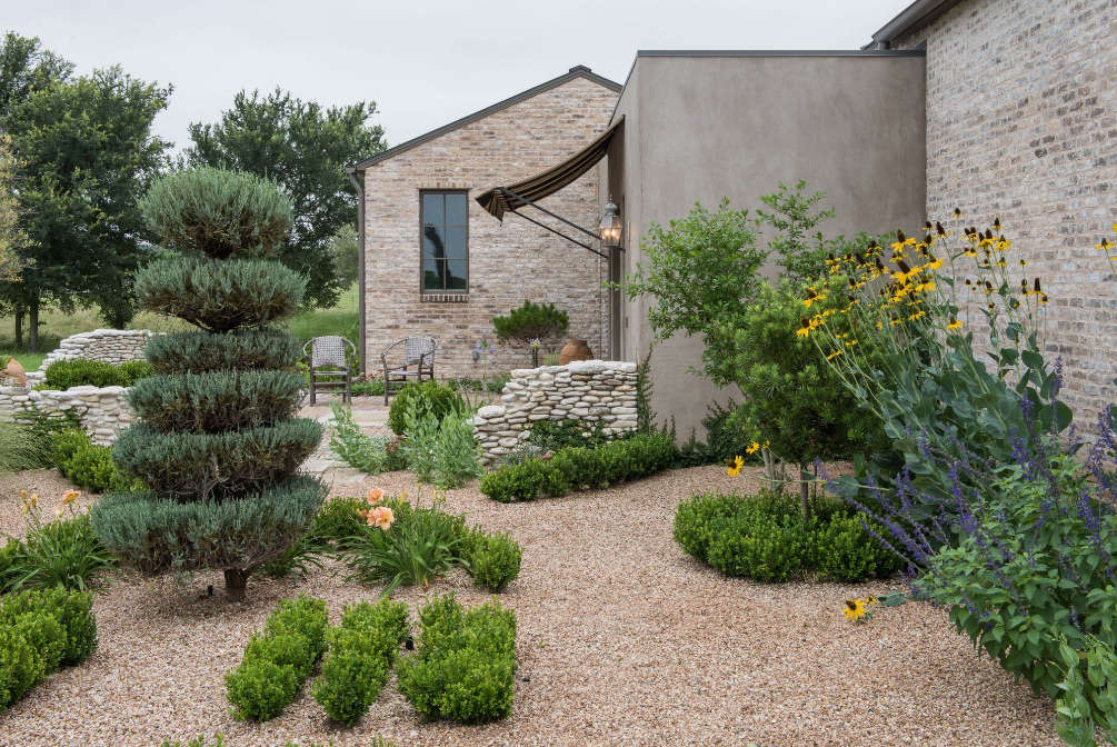 Randolph and clients wanted the property to evoke an old ranch, &#8