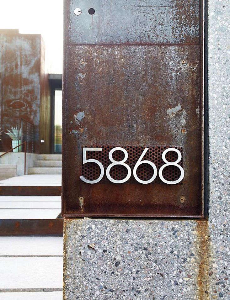 aluminum-house-numbers-gardenista