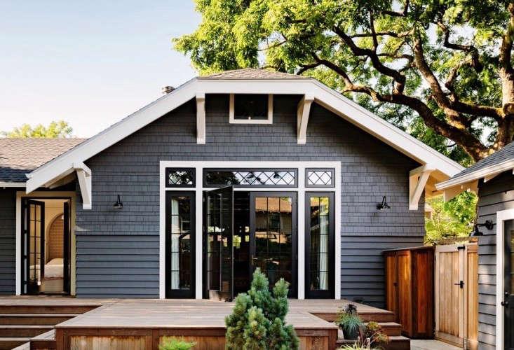 black-white-deck-patio-jessica-helgerson-gardenista