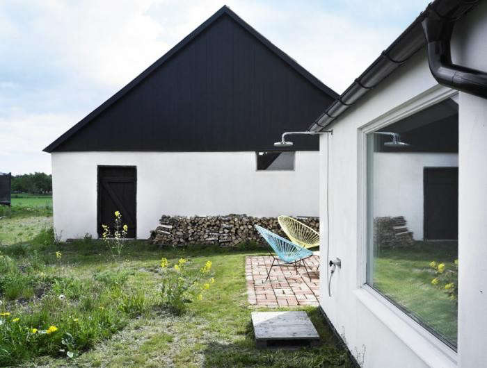 black-white-patio-facade-brick-patio-terrace-hoop-chairs-gardenista