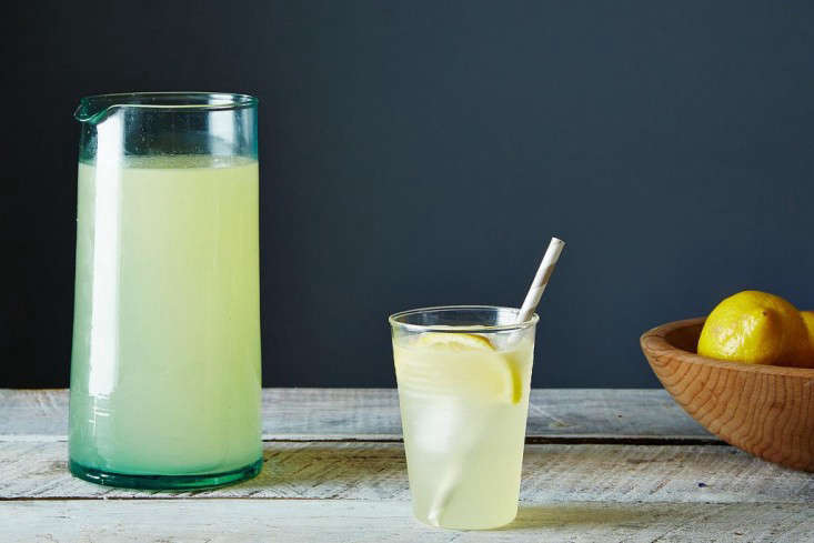 lemonade-pitcher-recipe-gardenista