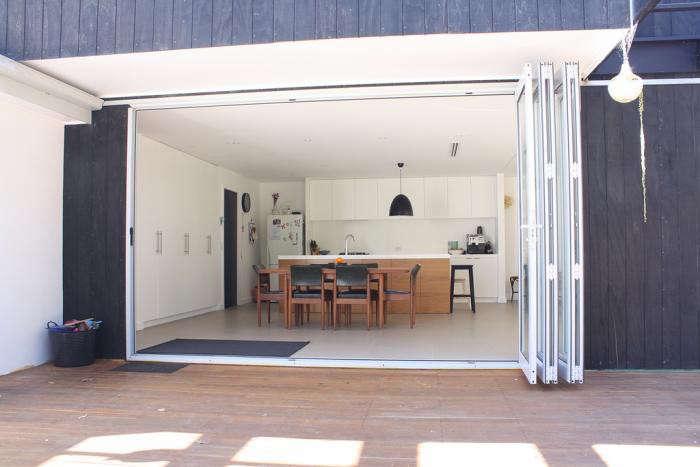 melbomba-kitchen-black-white-deck-patio-gardenista