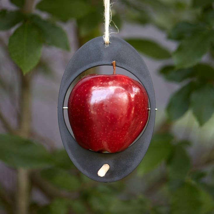 recycled-plastic-bird-feeder-gardenista