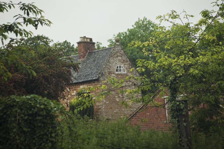 rehab-diary-house-from-farmyard-gardenista