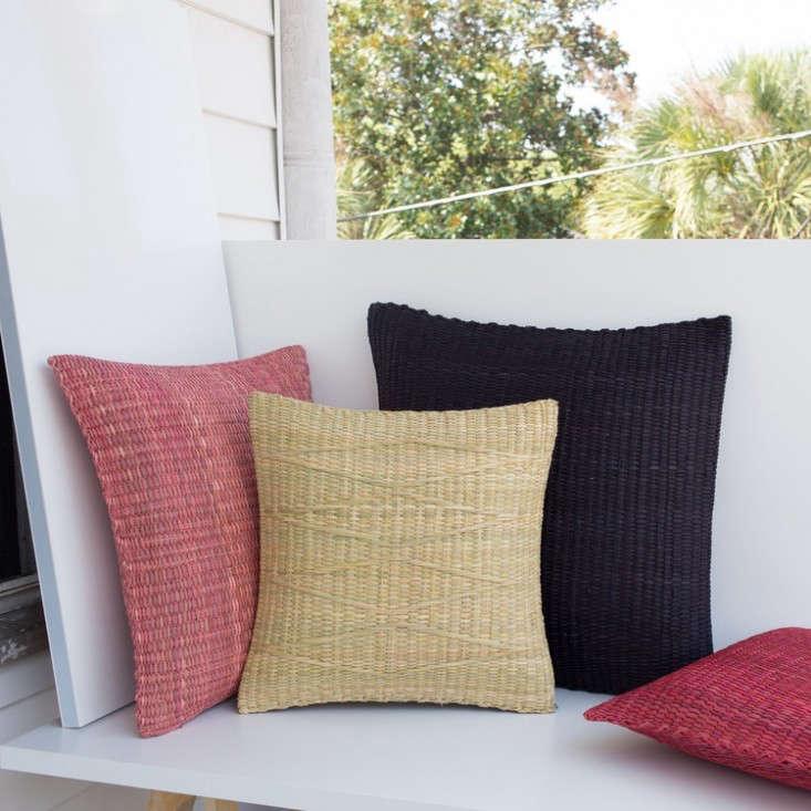woven-straw-pillows-peru-gardenista