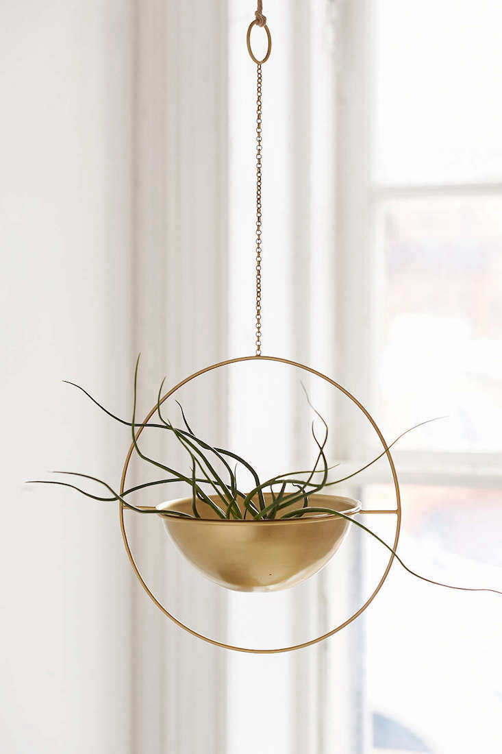 Assembly_Home_EOS_Vase_gardenista_current_obsessions