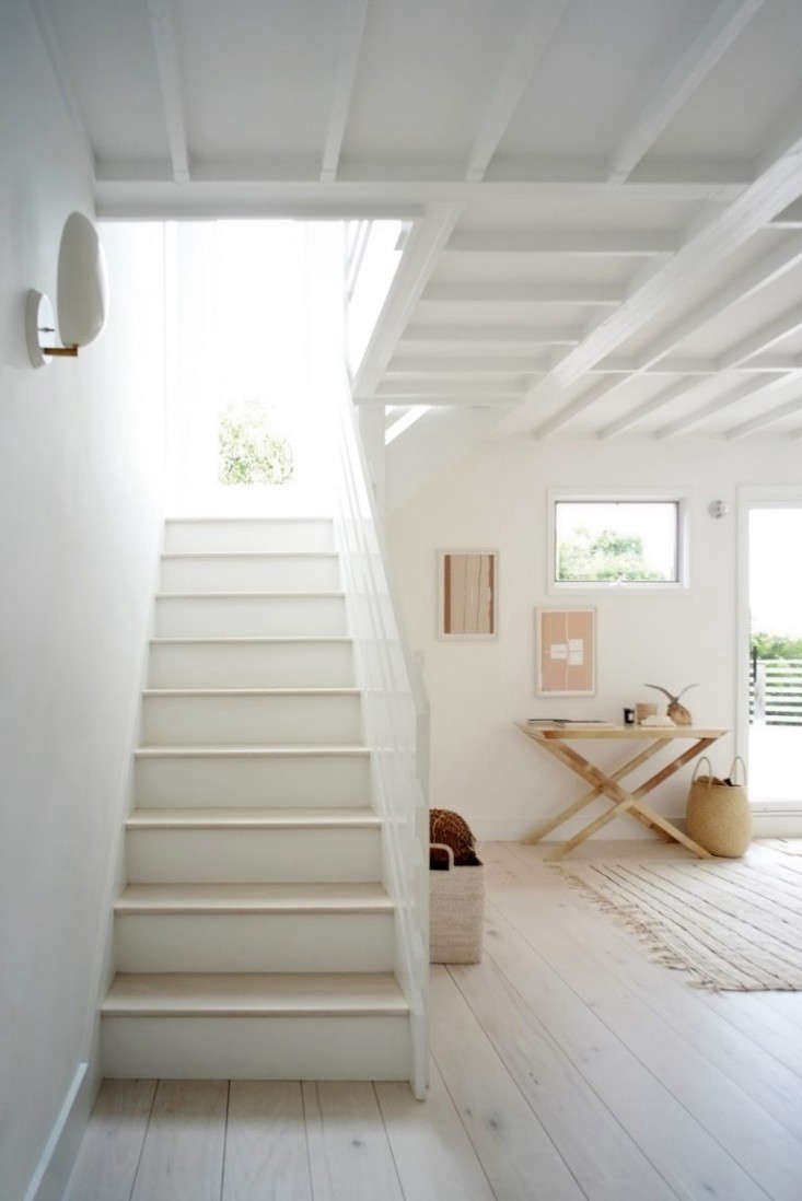 Montauk-Beach-House-Space-Exploration-Remodelista-5-768x1150