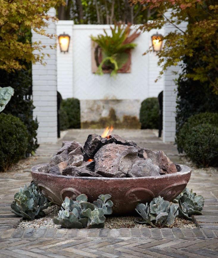 fire-pits-white-brick-staghorn-fern-succulents-herringbone-gardenista (1)