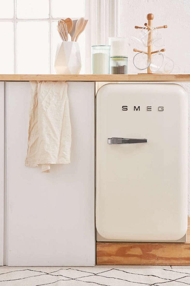 mini-smeg-refrigerator-remodelista