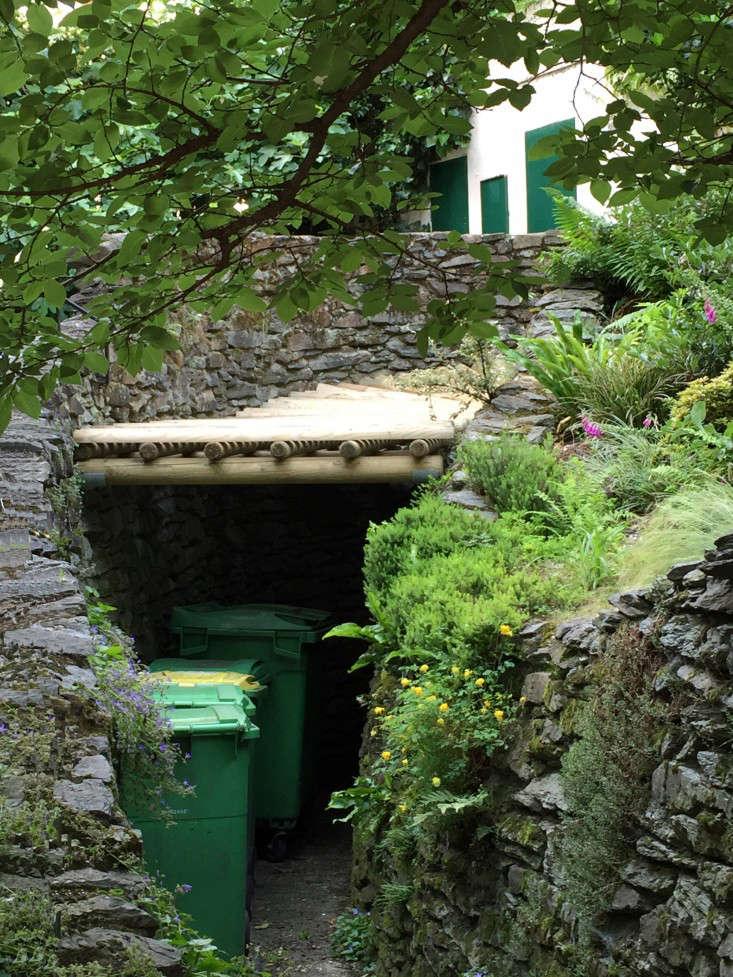 paris-garbage-can-cover-gardenista