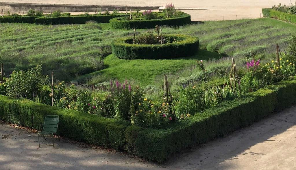 paris-symmetry-tuileries-gardenista