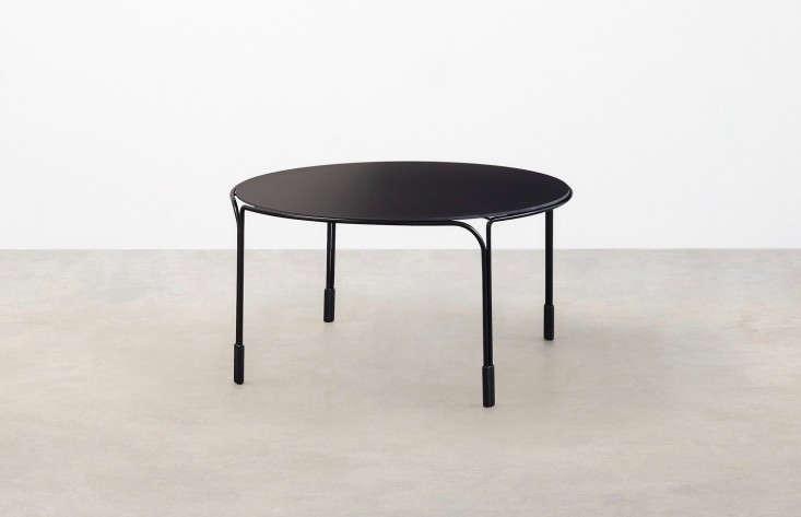 round-metal-black-outdoor-coffee-table-gardenista
