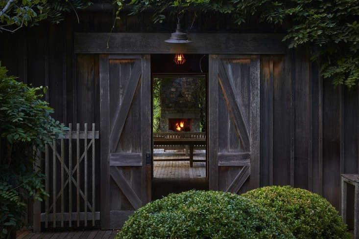 scott-mitchell-bridgehampton-landscape-garden-boxwood-barn-doors-gardenista