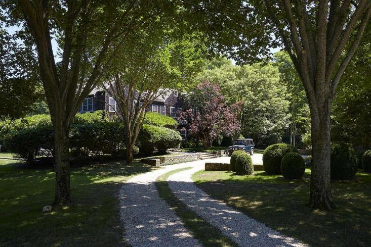 scott-mitchell-bridgehampton-landscape-garden-driveway-gardenista