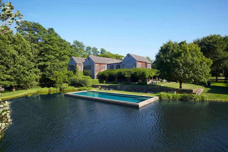 scott-mitchell-bridgehampton-landscape-garden-swimming-pool-pond-gardenista