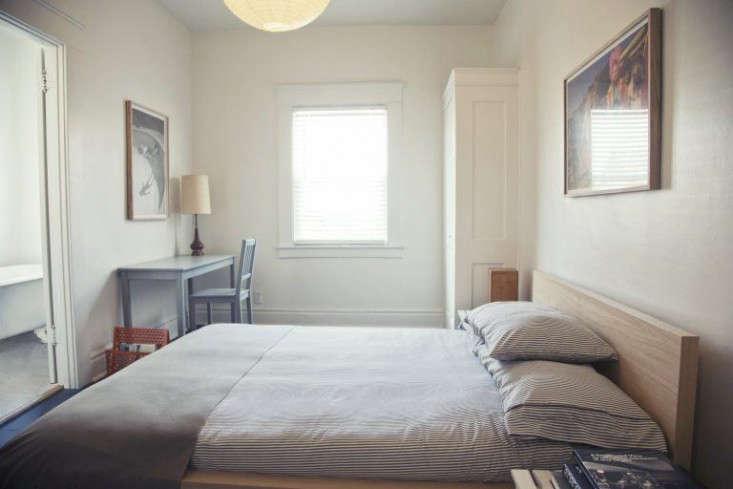 the-rose-hotel-bedroom-venice-remodelista-1-768x512