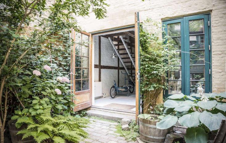 tortus-studio-copenhagen-facade-curb-appeal-gardenista