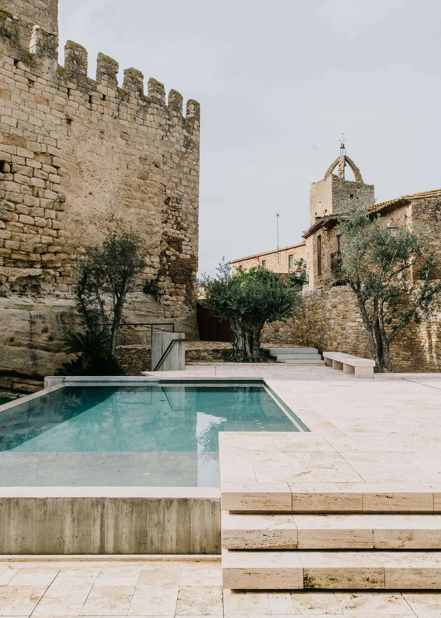 Castell-de-peratallada-pool-gardenista-10