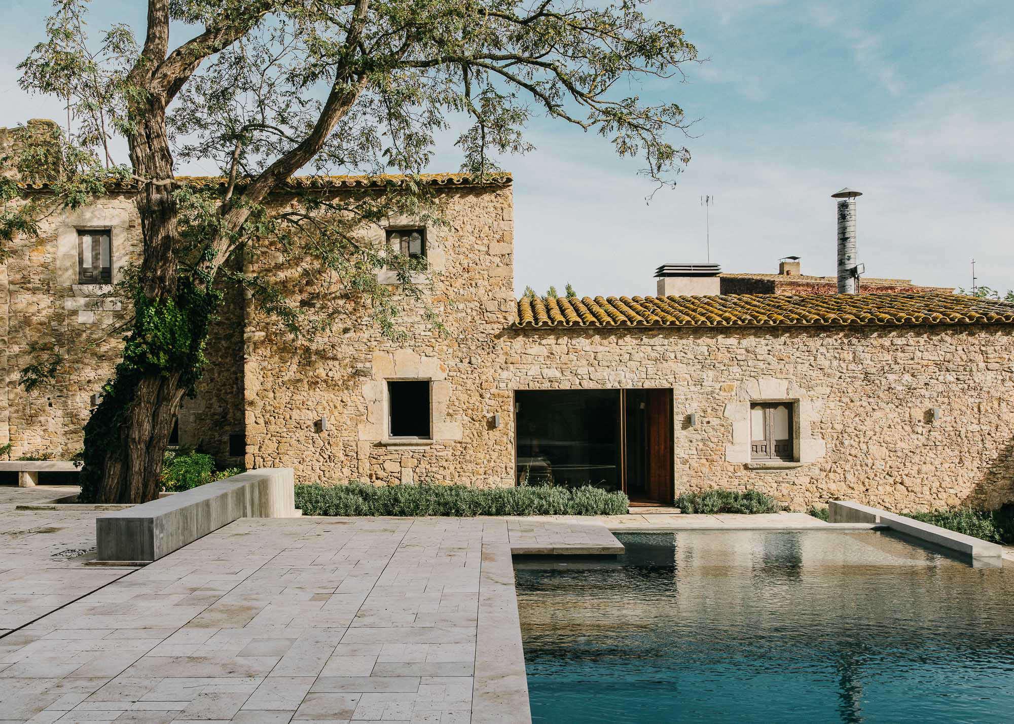 Castell-de-peratallada-pool-gardenista-11