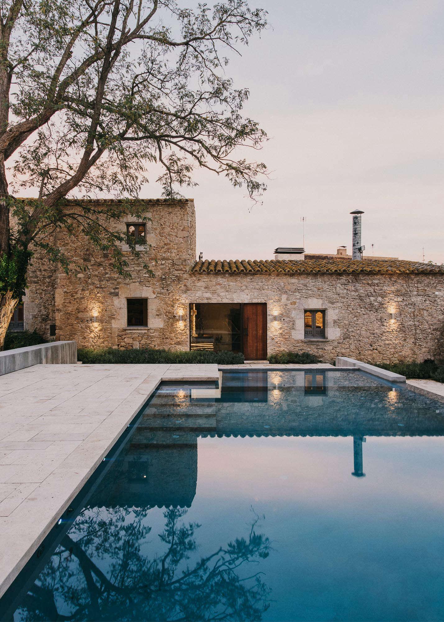 Castell-de-peratallada-pool-gardenista-12